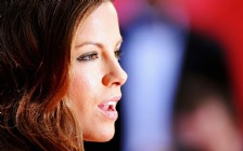 Kate Beckinsale, Face