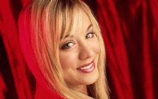 Kaley Cuoco, Face, Smile